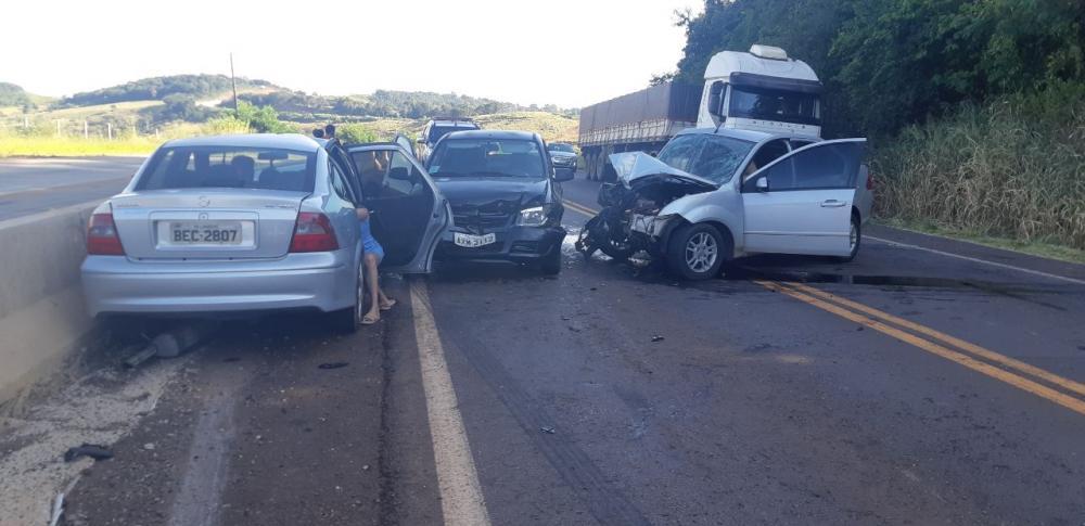 Carro trafegando na contramão provoca grave acidente em Lindoeste