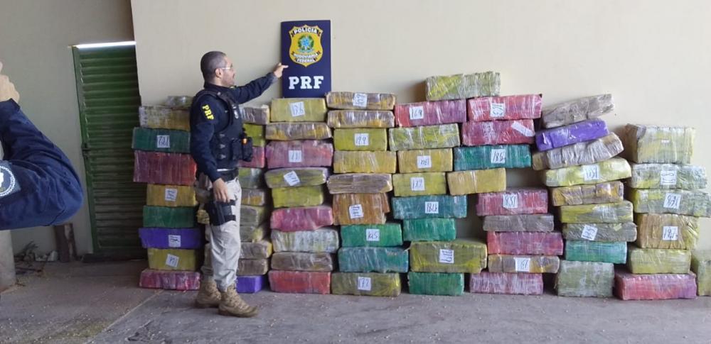 PRF apreende mais de 1 tonelada de maconha em Toledo