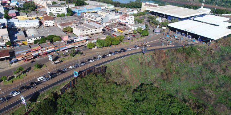 Carreata em Foz do Iguaçu pede a reabertura das fronteiras