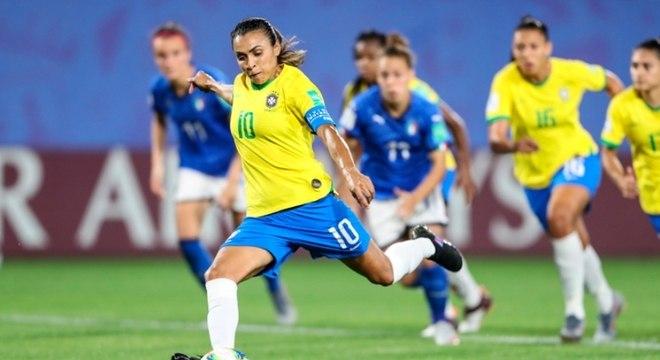 Brasil, de Marta, caiu nas oitavas de final da Copa do Mundo em 2019