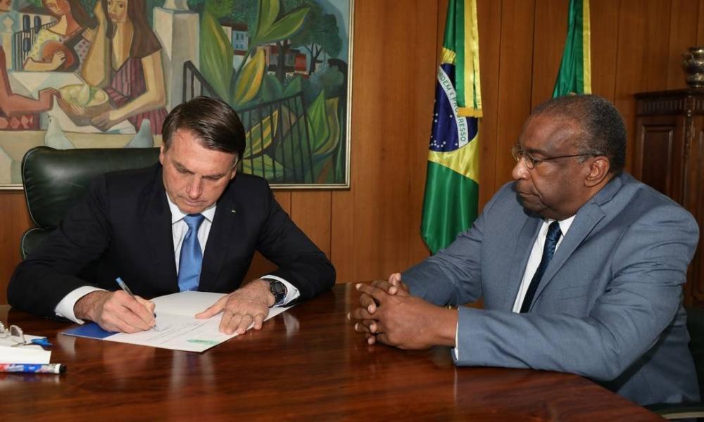 O presidente Jair Bolsonaro e o ministro da Educação, Carlos Alberto Decotelli, no Palácio do Planalto Foto: Marcos Correa