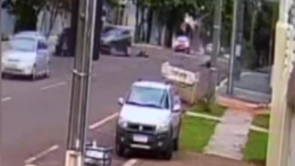 Câmera registra acidente que matou duas pessoas no trânsito de Cascavel