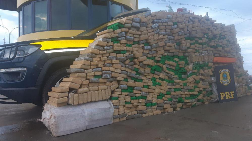 PRF apreende quase 1 tonelada de maconha e munições em Ibema