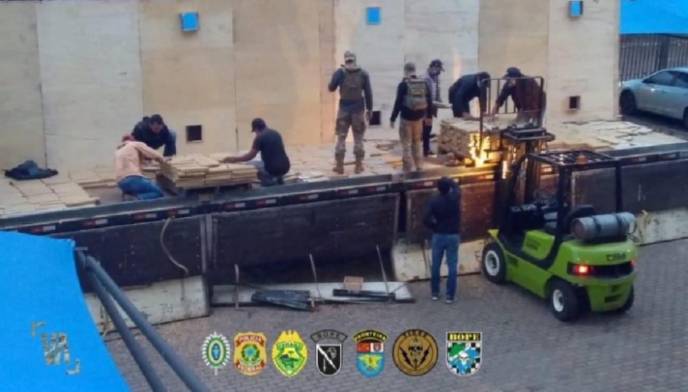 Polícia apreende quase 2 toneladas de maconha em Pato Bragado