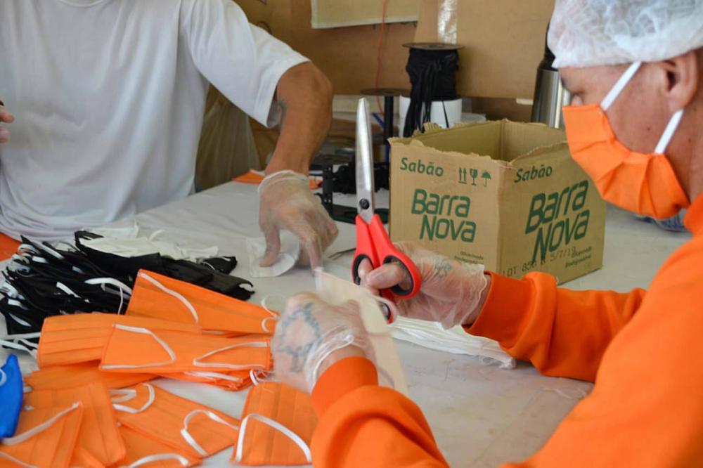 Presos do Paraná já produziram 2 milhões de unidades de EPIs