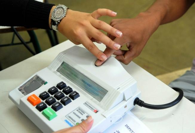 TSE veta biometria nas eleições para evitar aglomeração e filas em meio à pandemia