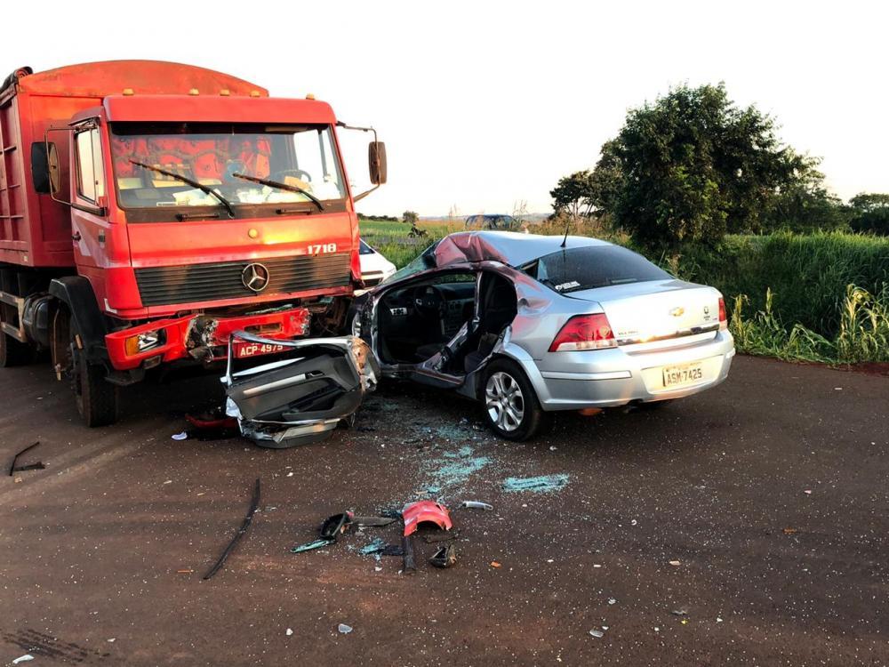 Jovem de 27 anos morre em colisão envolvendo Vectra e caminhão em Quatro Pontes