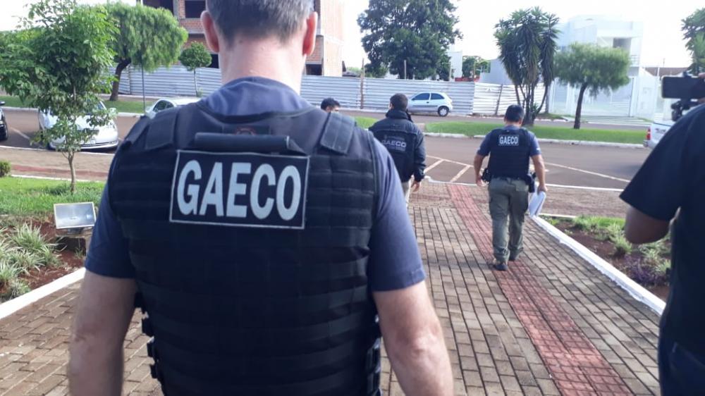 Gaeco cumpre mandados na prefeitura e casa de ex-prefeito em Santa Tereza
