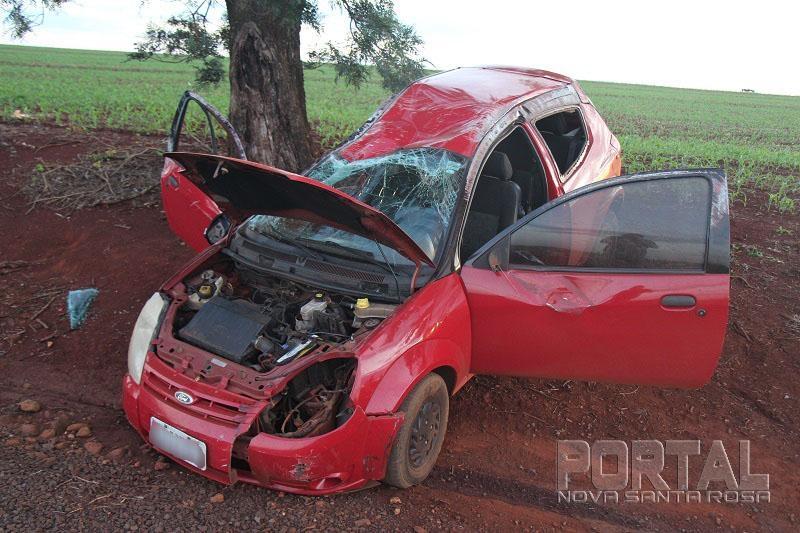 Acidente com três carros deixa um casal e um bebe de 9 meses feridos