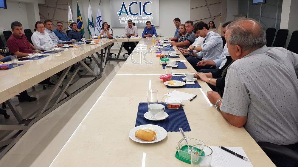 Presidente da Coopavel agradece apoio de entidades e parceiros em reunião na Acic