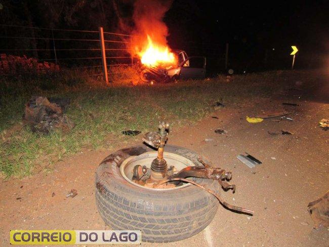 Acidente deixa feridos e carro em chamas em Santa Helena